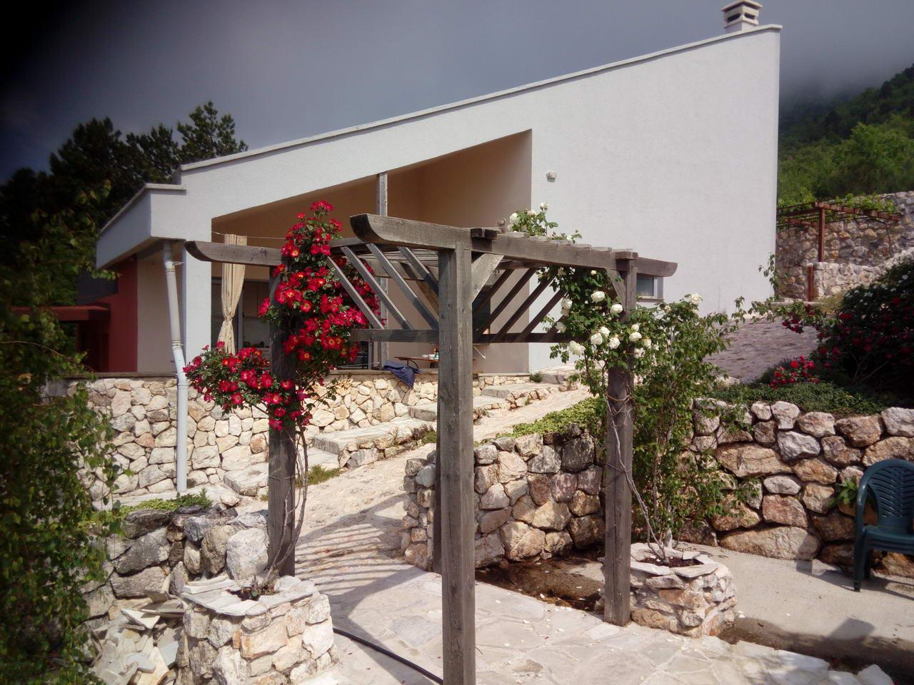 amforaproperty.com/Lapčići , na prodaju kompleks  od preko 3000m2 sa 2 kuće , bazenom i baštom!