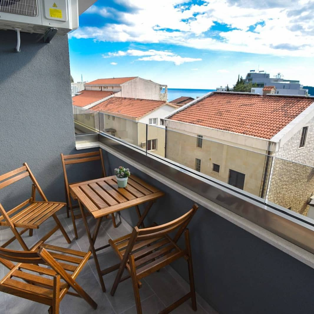 amforaproperty.com/Jednosoban stan u Bečićima preko cijele godine!