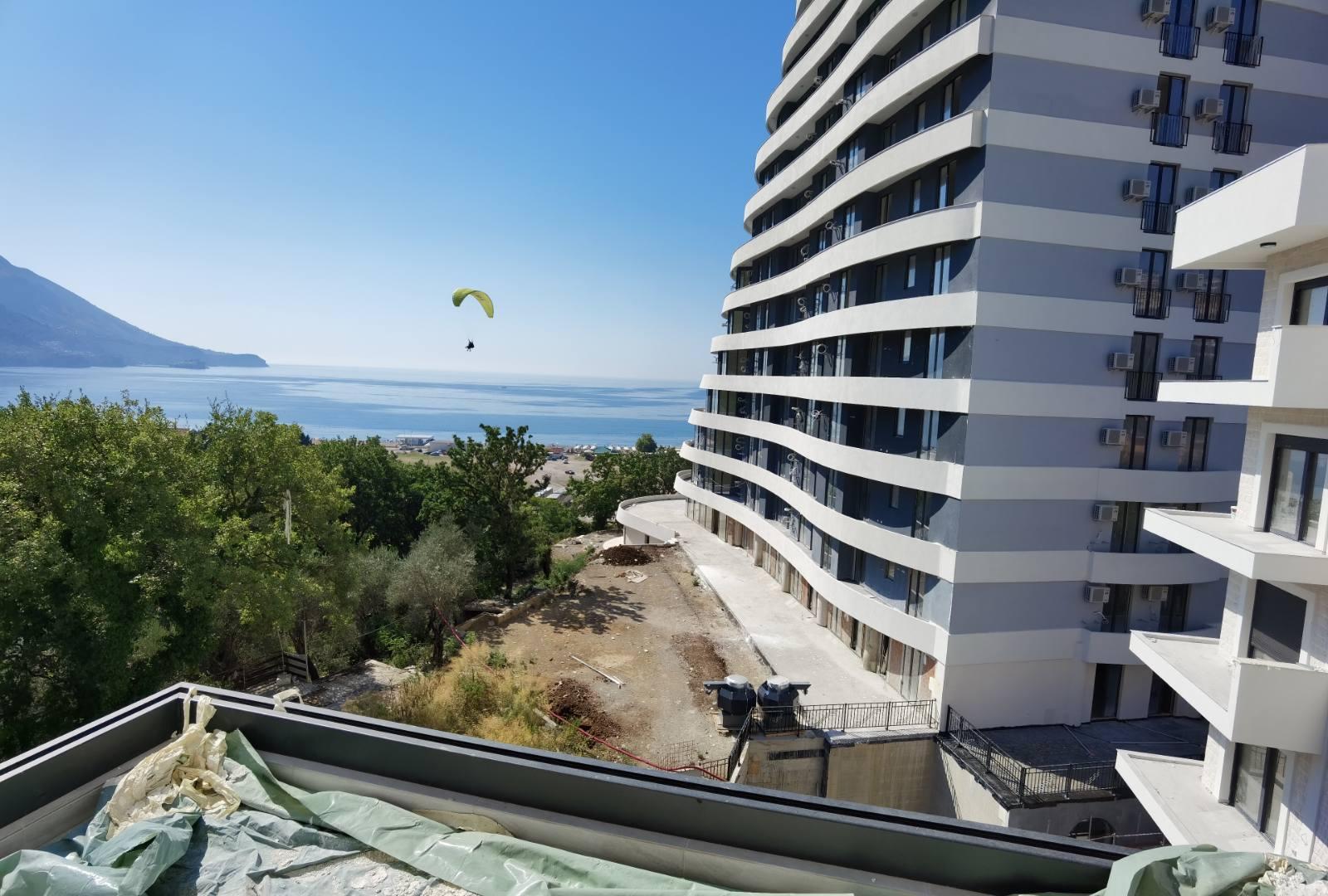 amforaproperty.com/Dvosoban stan 58m2 sa pogledom na more, Bečići, blizu plaže!  Odlična ponuda!