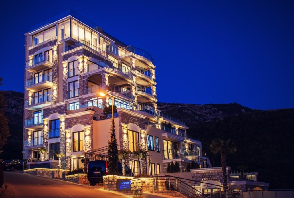 amforaproperty.com/Ekstra luksuzan penthouse  sa krovnom terasom i panoramskim pogledom na more
