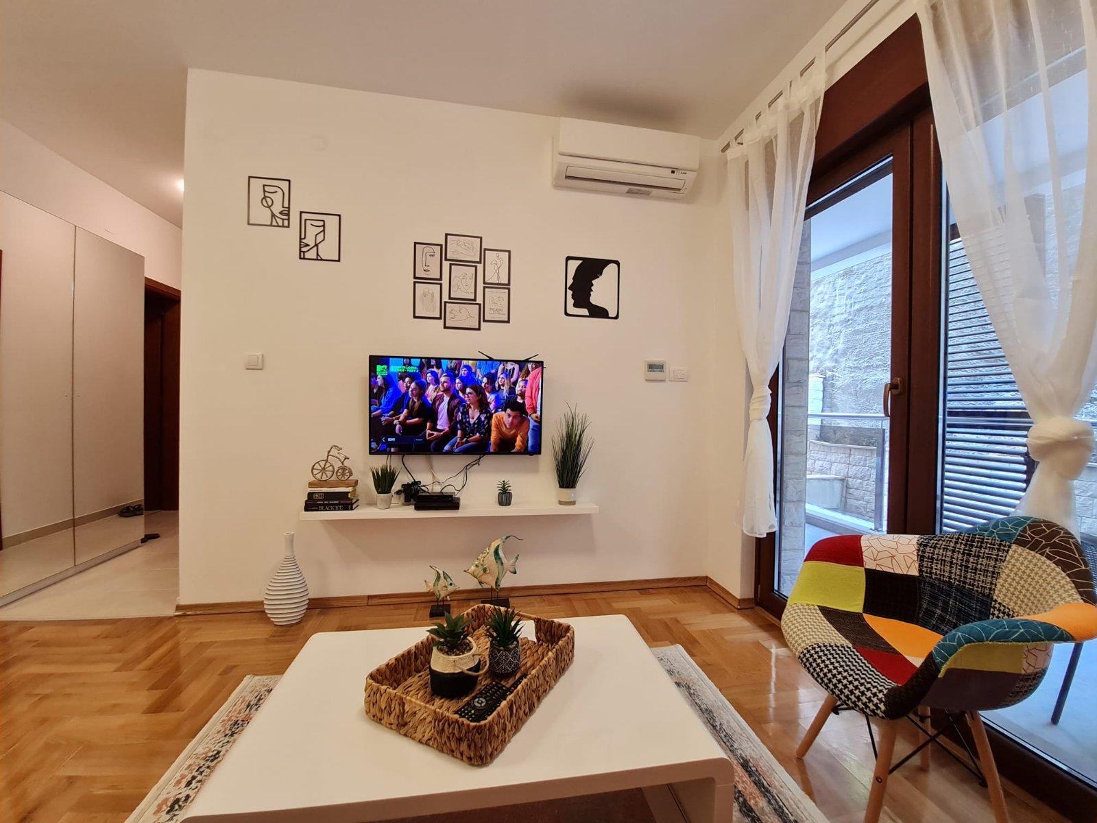 amforaproperty.com/ Nov jednosoban stan 47m2 za rentiranje do  ljetne sezone. Anatolia, Bečići