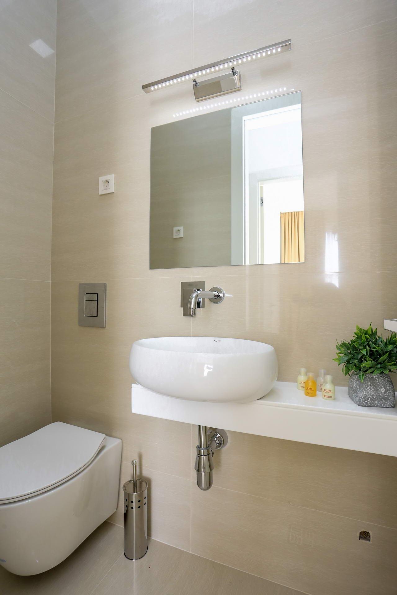 amforaproperty.com/Moderan, nov penthouse od 73m2 sa dvije spavaće sobe, terasom, veličanstvenim pogledom na more i okolinu. Bečići