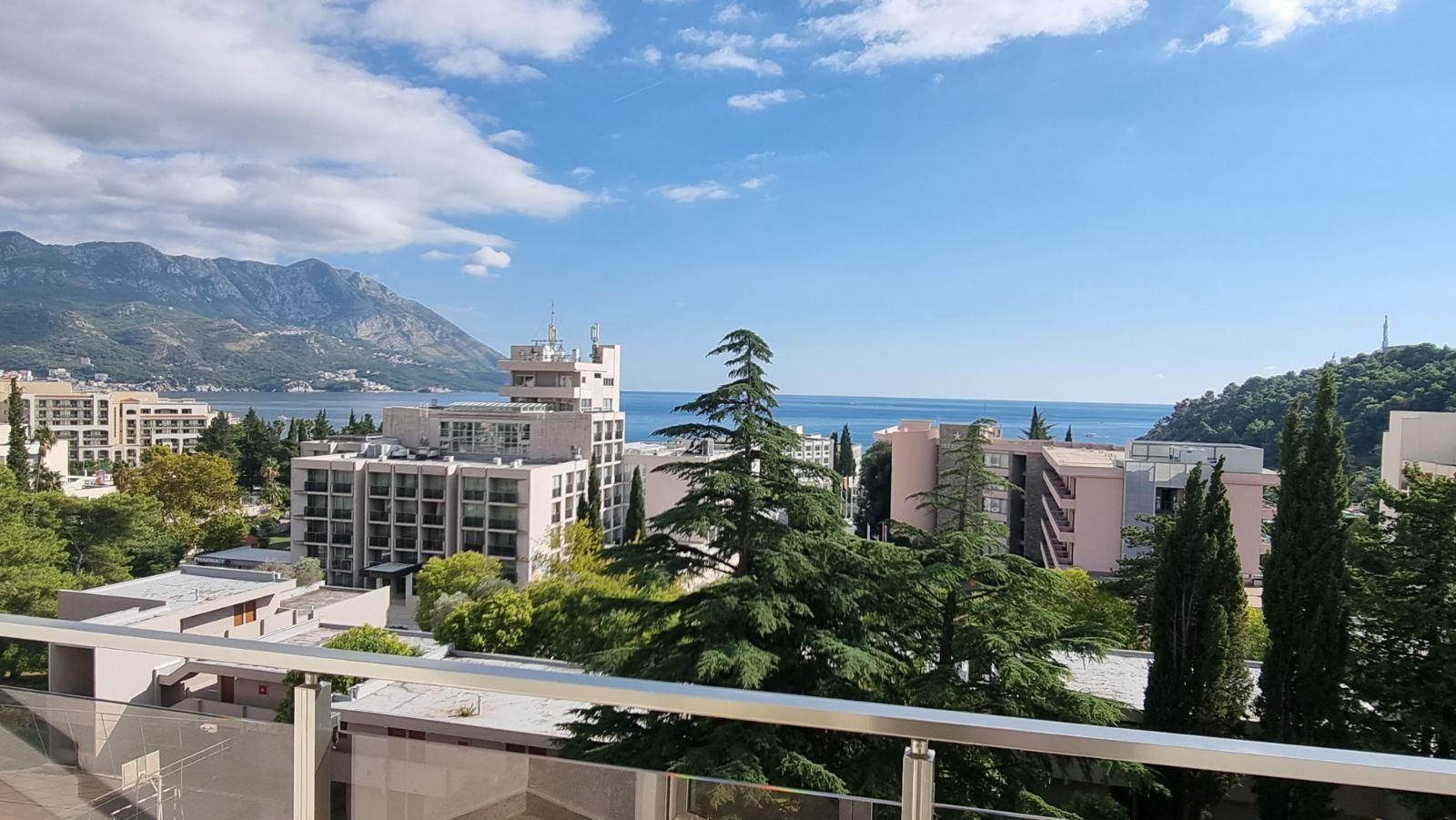 amforaproperty.com/Prelep studio sa pogledom na more na fantastičnoj lokaciji u Bečićima