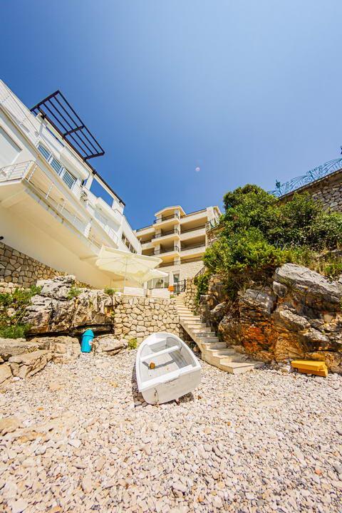 amforaproperty.com/Jednosoban stan 73m2,  na obali sa  prelijepim pogledom na more , UTJEHA, BAR