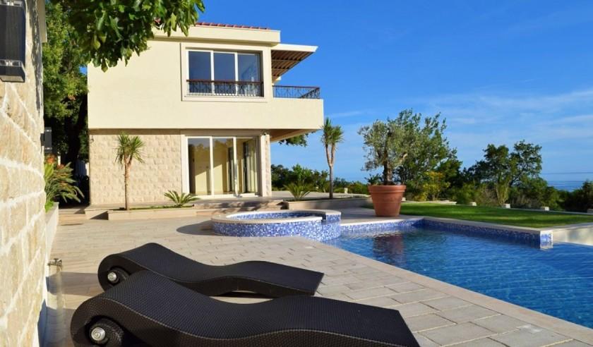 amforaproperty.com/Luksuzna vila sa bazenom – Blizikuće