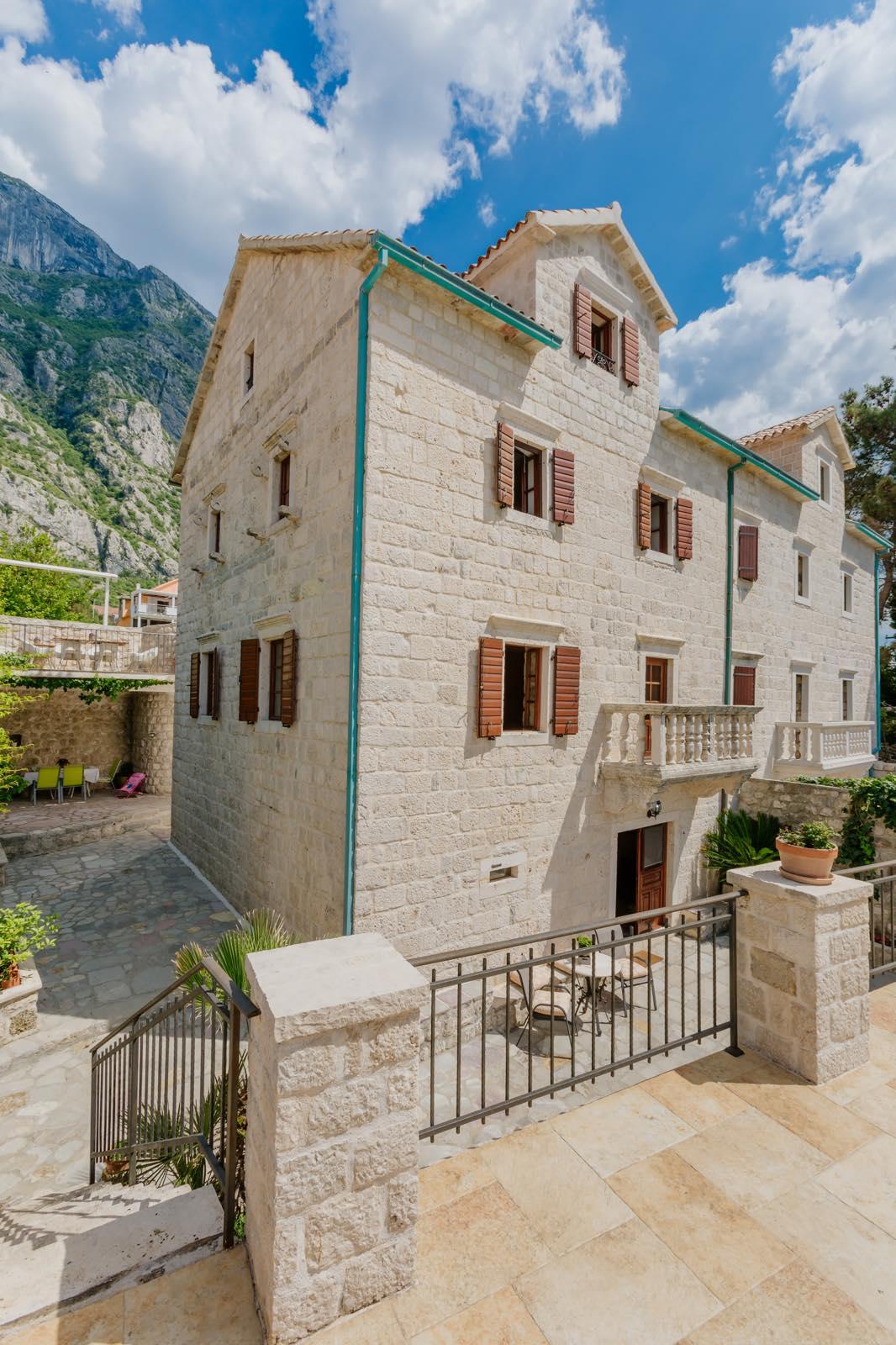 amforaproperty.com/Unikatna kuća iz 17. veka na prvoj liniji , Kotor