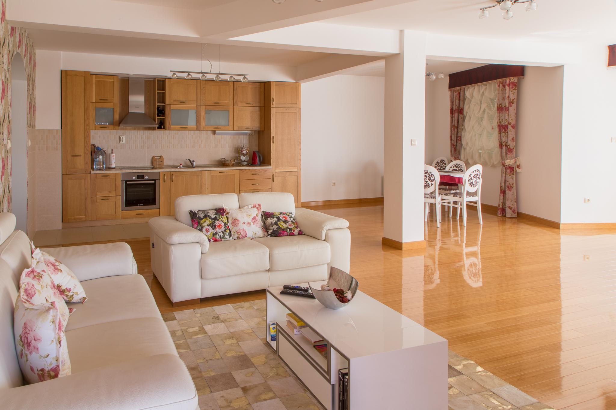 amforaproperty.com/Luksuzan stan 200 m2 – Budva