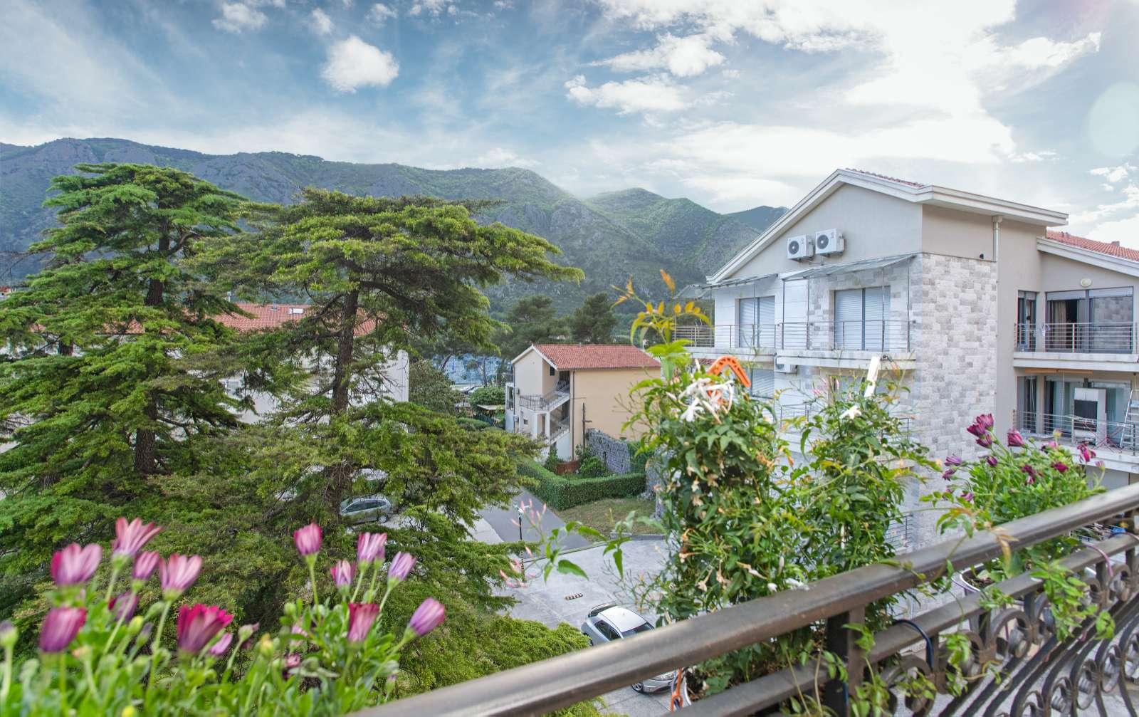 amforaproperty.com/Dvosoban stan na drugoj liniji od mora, Kotor
