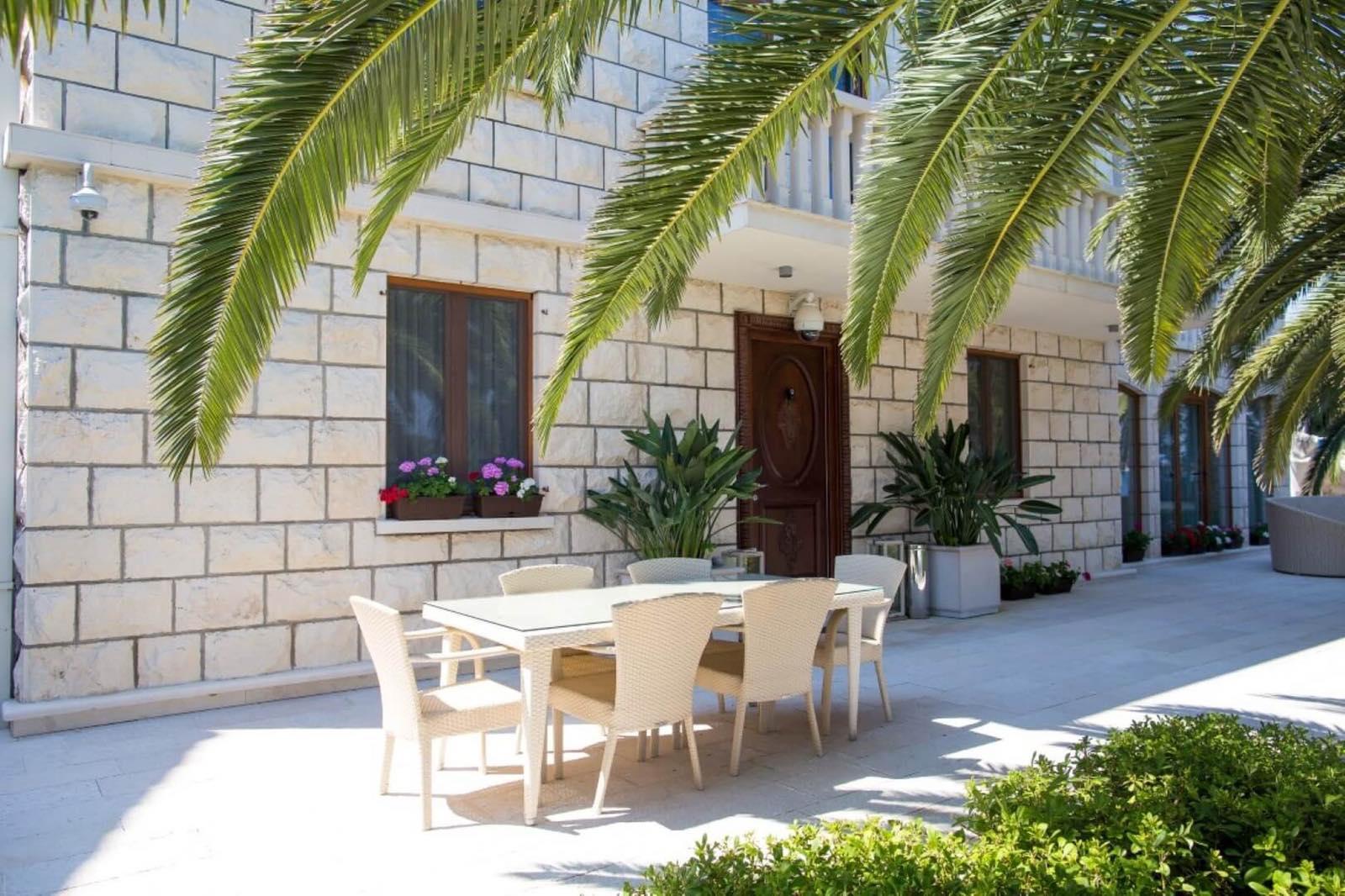 amforaproperty.com/Luksuzna vila na obali mora, Tivat