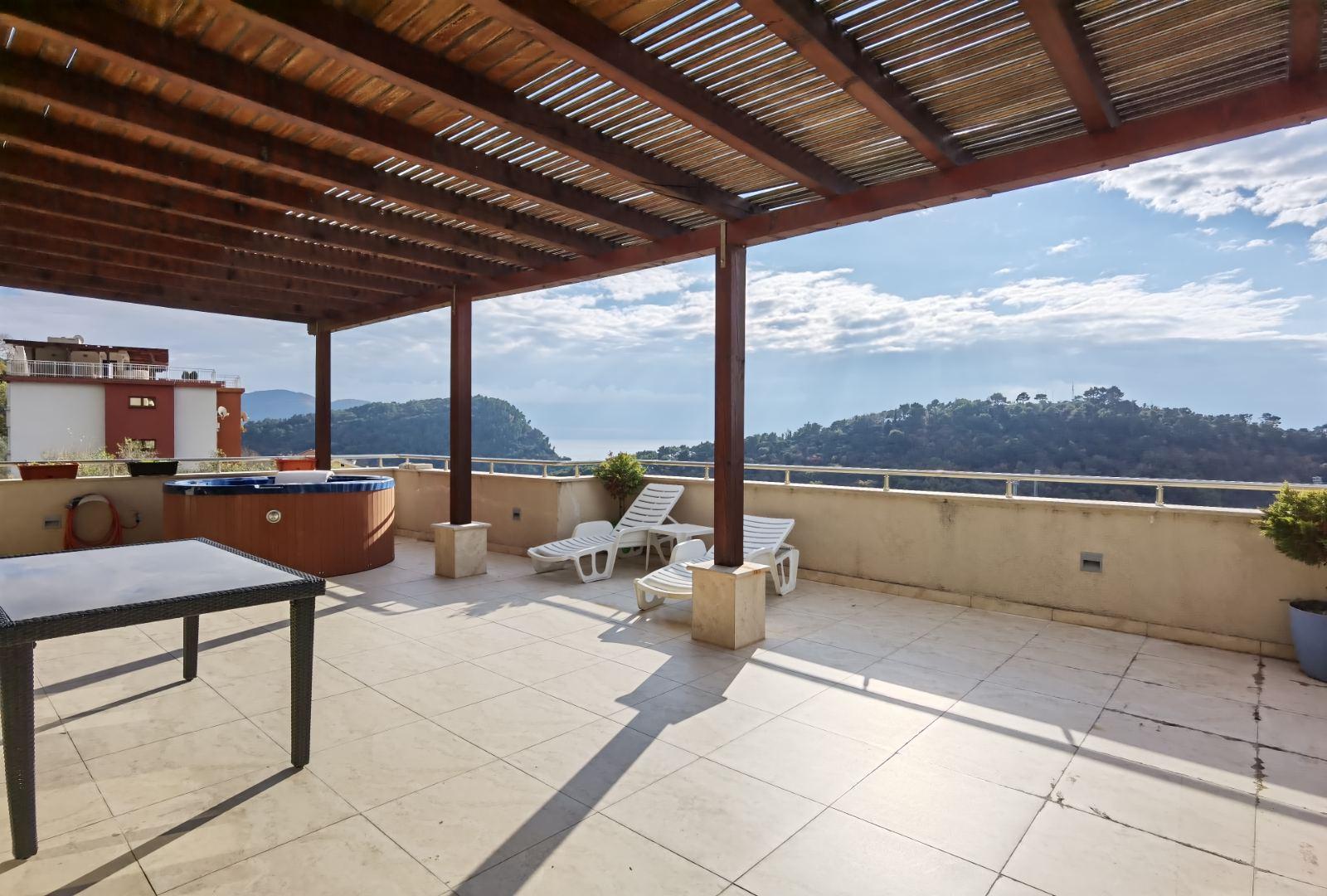 amforaproperty.com/Penthouse 200 m2 u Petrovcu