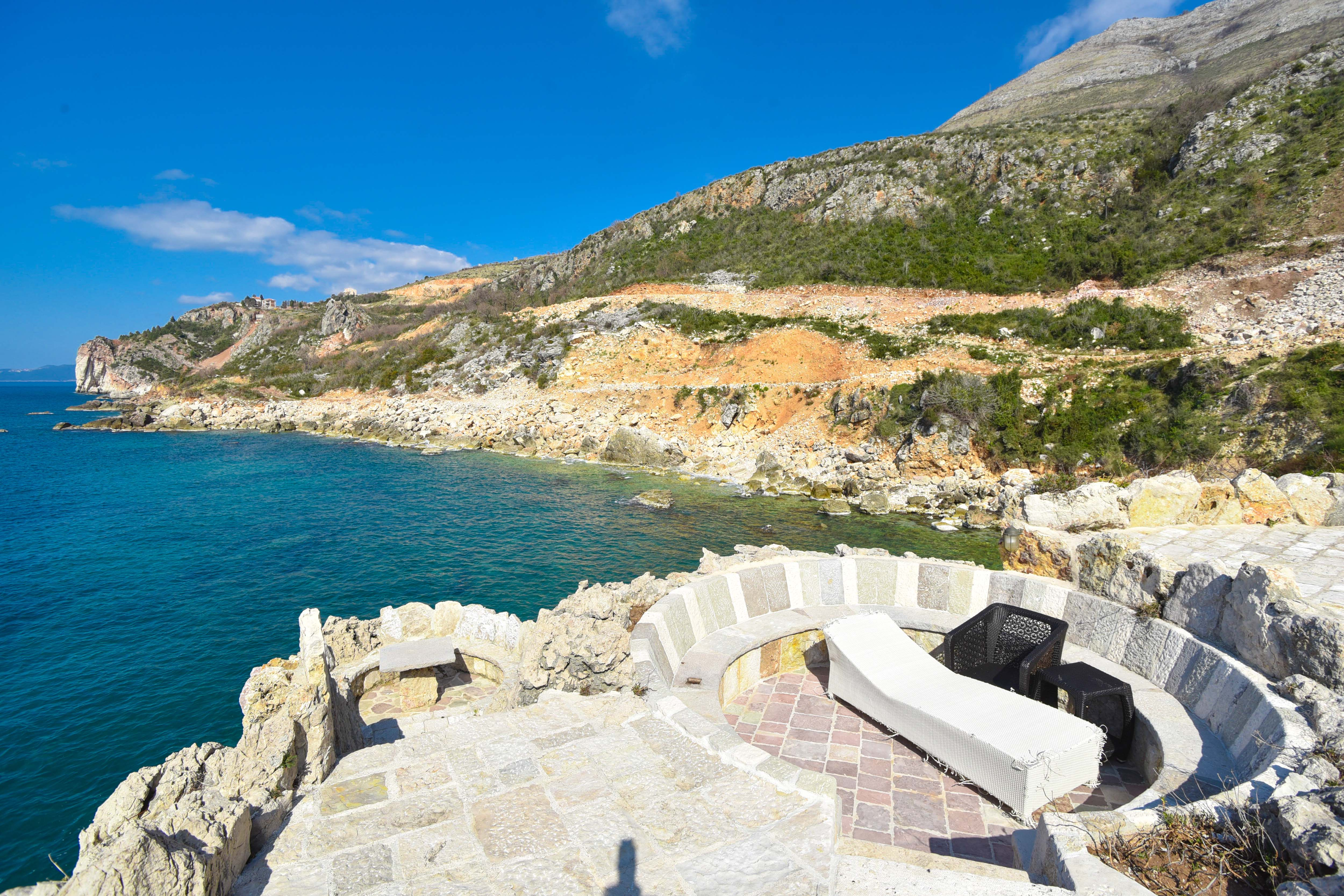amforaproperty.com/Mali raj na Mediteranu! Vila iz 14 vijeka sa svojim poluostrvom!