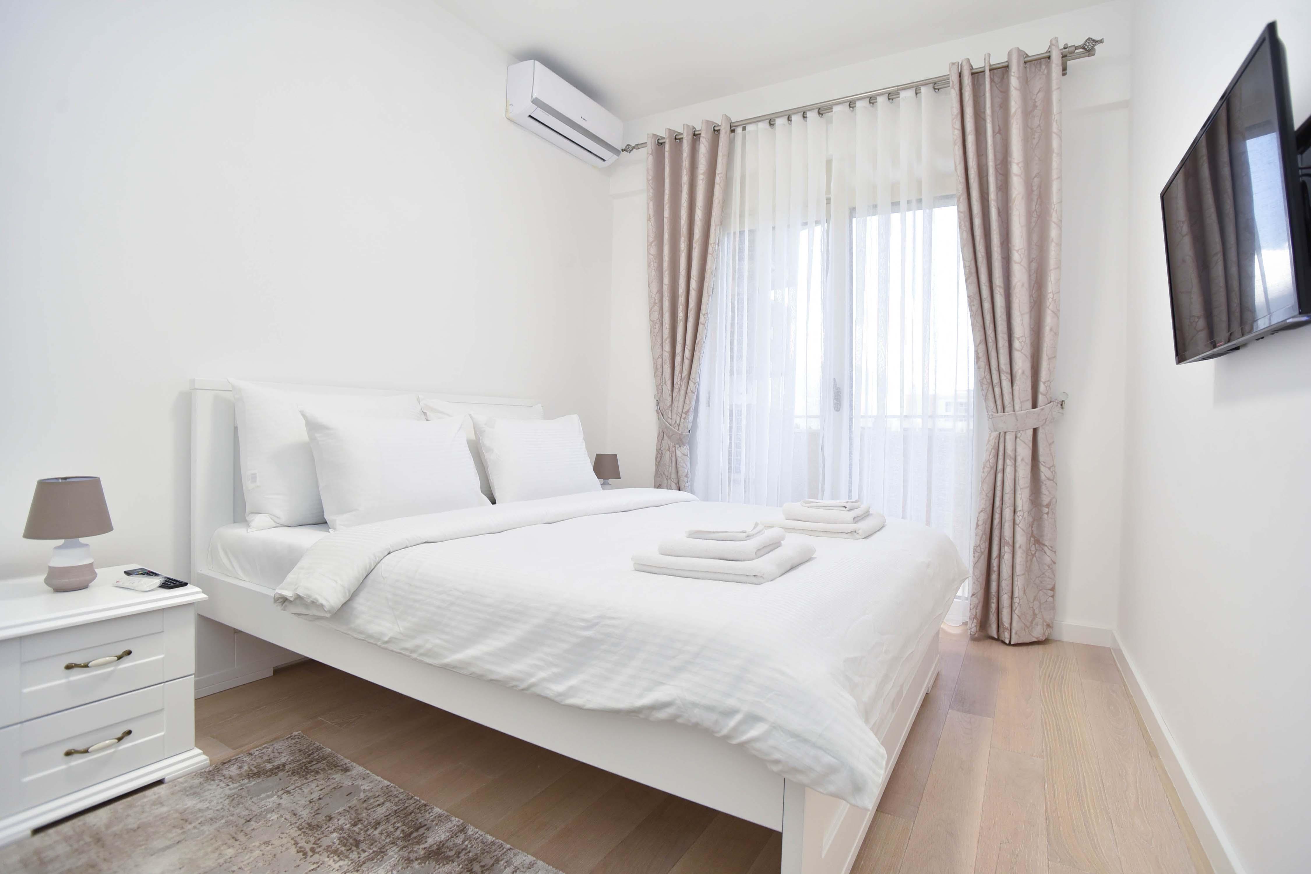 amforaproperty.com/Prelijep trosoban luksuzno opremljen stan  u Bečićima  blizu plaže. 86m2