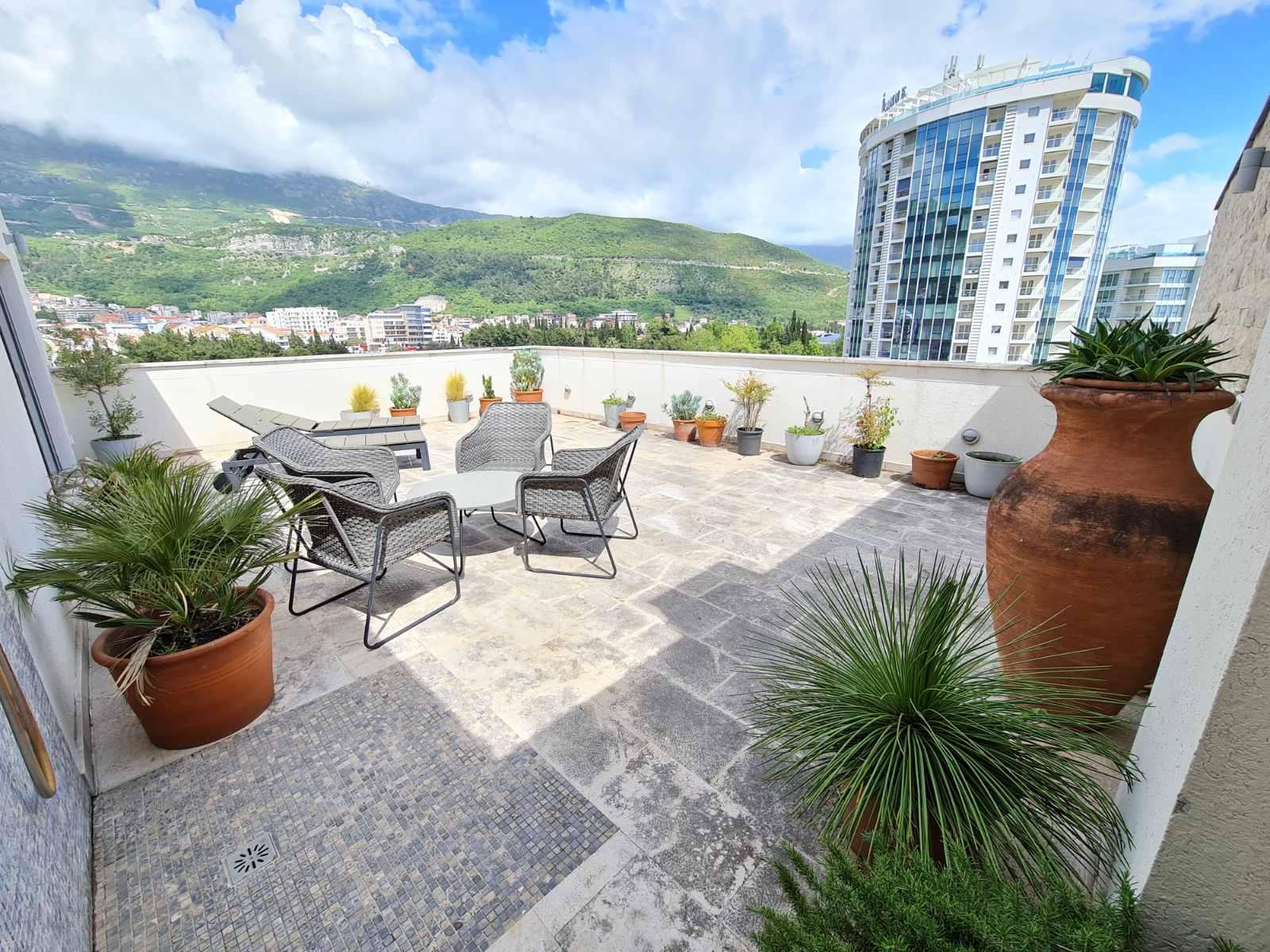 amforaproperty.com/Jednistvena ponuda – Luksuzni Penthouse u centru Budve za iznajmljivanje preko cijele godine ili za sezonu 2021