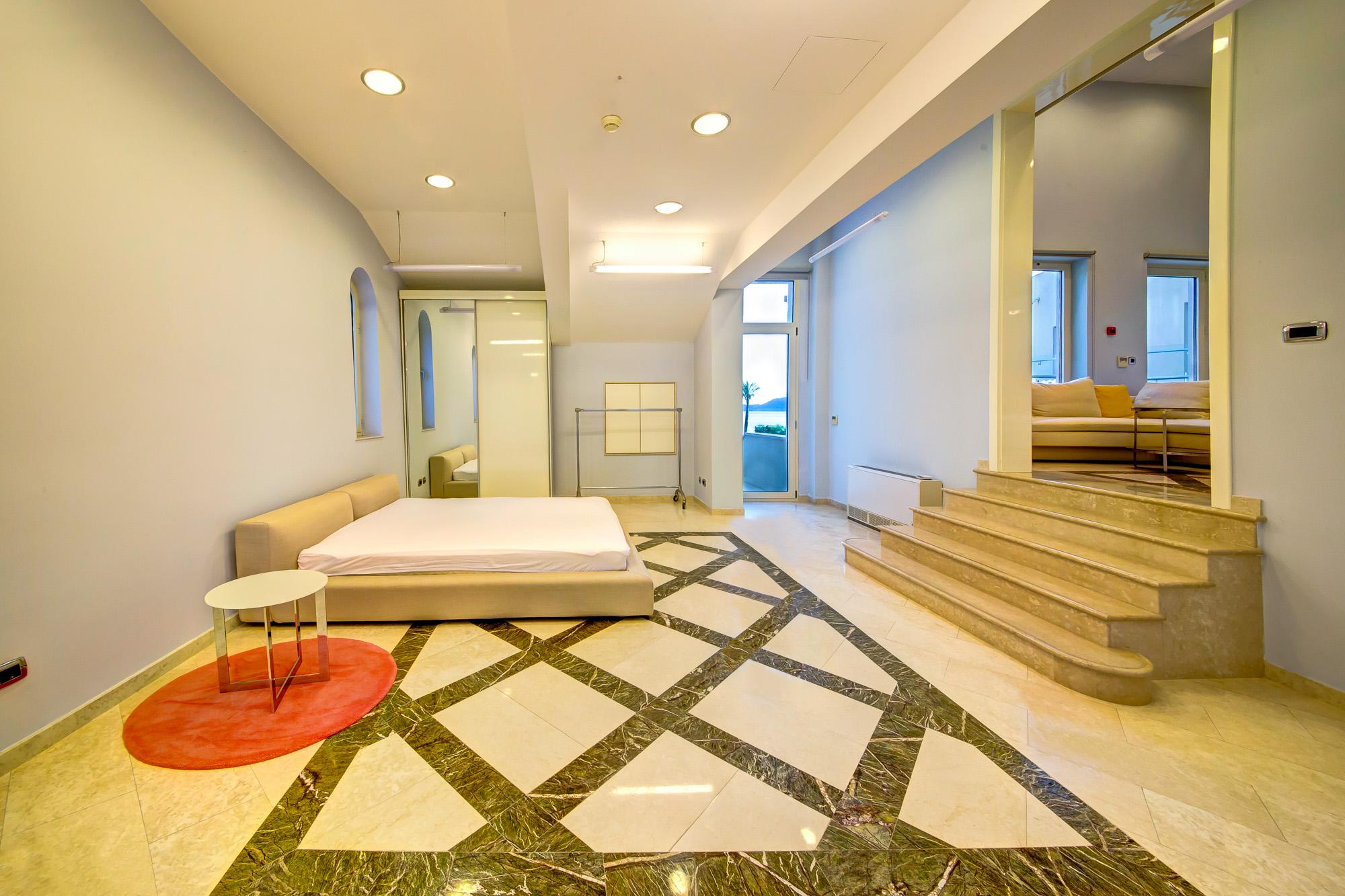 amforaproperty.com/Jedinstvena ponuda -Luksuzan stan u hotelu Splendid, Bečići